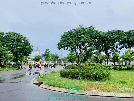View ra đường Nguyễn Hữu Thọ nhà phố Kim Sơn