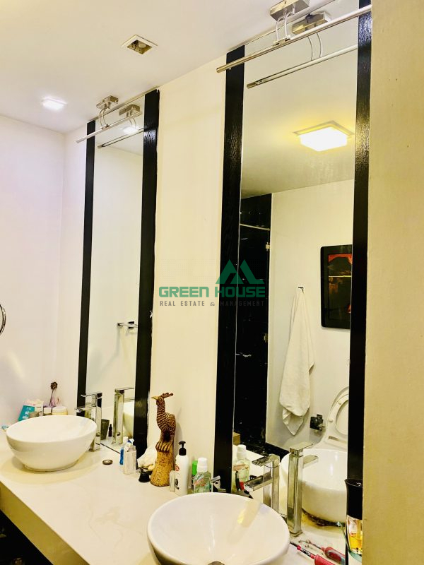 biet-thu-my-thai-ban-toilet