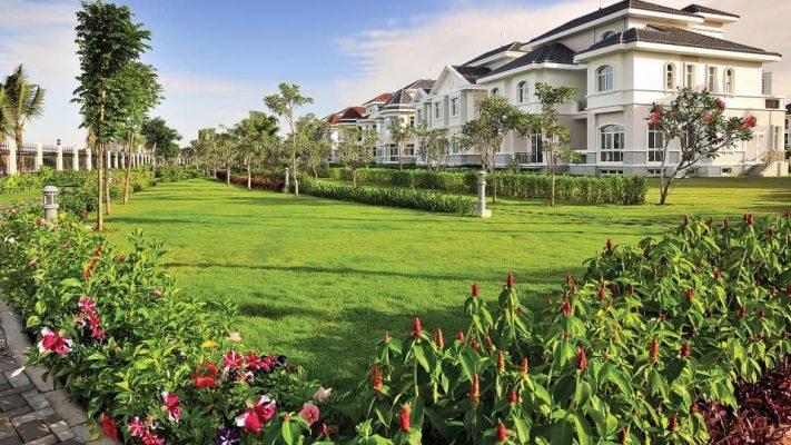 Biệt thự có sân vườn bờ sông