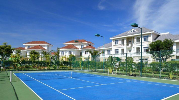 Sân tennis trong khu biệt thự